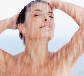 Número 2 em nossos remédios caseiros para pele seca é reduzir o tempo de banho